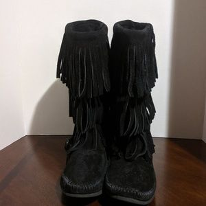 Minnetonka 3 Layer Black Fringe Boot Size 9